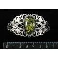 Браслет из янтаря иск., цвет зеленый, овал 25х18мм, жесткая основа, цвет ант.серебро