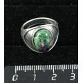 Кольцо с цоизитом, овал 14х10мм, литое широкое, цвет родиум р-р 17.5