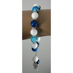 Браслет из агата синего (тонировка) и агата белого (иск.), шарик 10мм, с подвеской
