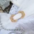 """Зажим для платка """"Цветы"""", цвет белый, цвет золотистый (стразы, бижутерный сплав)"""