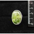 Кольцо с хромдиопсидом (кабошон-мозаика), овал 25х18мм, безразмерное (литая оправа)