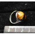 Кольцо с камнем тигровый глаз овал 18х13мм огранка, литая оправа, родирование