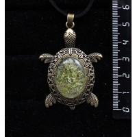 """Кулон из хризолита """"черепаха"""" (кабошон-мозаика), овал 25х18мм, оправа цвет бронза"""