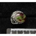 Кольцо с хромдиопсидом и гранатом (кабошон-мозаика), овал 18x13, литая оправа, безразмерное