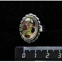 Кольцо с хризолитом и гранатом (кабошон-мозаика), овал 18x13, литая оправа, безразмерное
