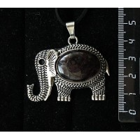 "Кулон из граната (кабошон-мозаика), овал 25х18мм, ""слон"""