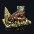 """Композиция из змеевика """"медведь с рыбой"""" 150х110х90мм, галтовка -яшма, мрамор, змеевик, фигурка - гипс"""