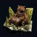"Композиция из змеевика ""медведица с медвежонком"" 190х150х150мм, 2840г, галтовка -яшма, мрамор, змеевик, фигурка - гипс"