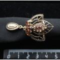 """Кольцо для платка """"трилистник"""", с подвеской, стразы, цвет коньячный+золотистый"""