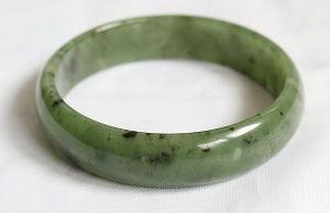Браслет из нефрита зеленого цельный кольцом