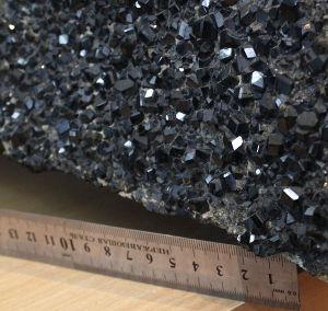 Образец, щетка кристаллов черного граната