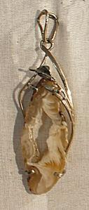 Кулон из агата (жеода в разрезе)